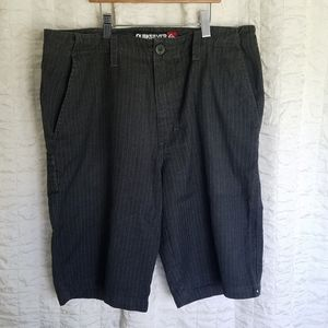 Mens Quicksilver Gray Pinstripped Shorts Sz 32